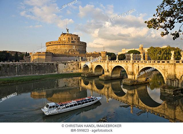Sightseeing boat, Ponte Sant' Angelo bridge and Sant' Angelo castle before sunset, Rome, Italy, Europe