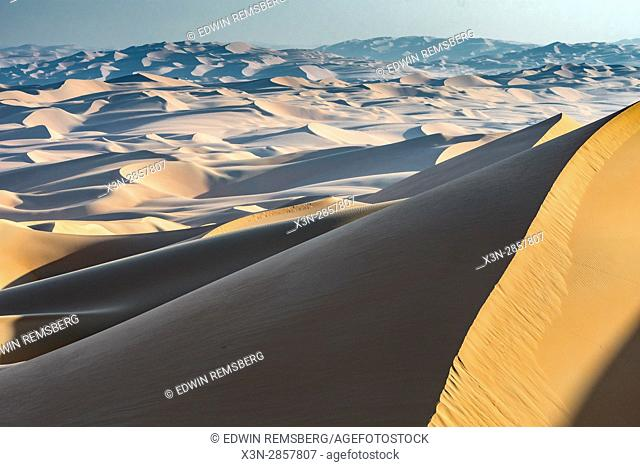 Liwa Oasis, Abu Dhabi , United Arab Emirates -, sunlight pours over sand dunes in desert The Empty Quarter (Rub' al Khali) of the arabian peninsula is the...