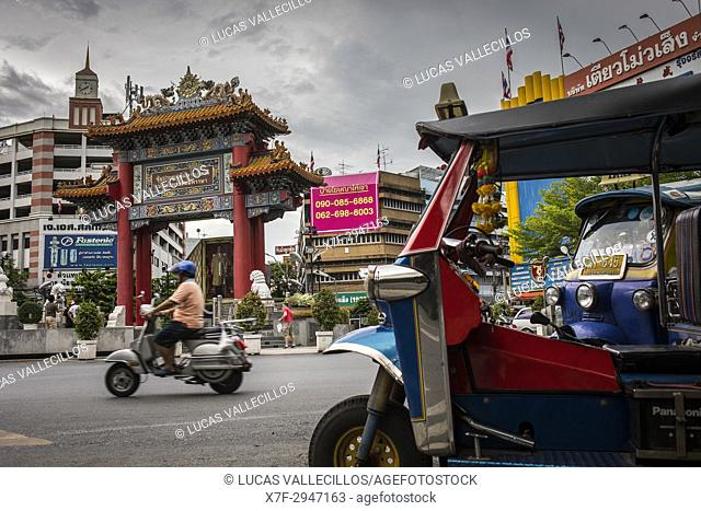 Traffic, in Chinatown Gate, known as the Wongwian Odeon, in Bangkok, Thailand