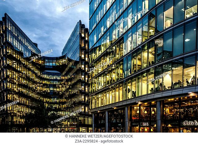 More London combines award-winning contemporary architecture with uplifting open spaces - providing a safe, pedestrian friendly, sustainable environment