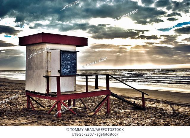 Lifeguard tower / sunset on the beach. Cariló, Pinamar, Buenos Aires, Argentina