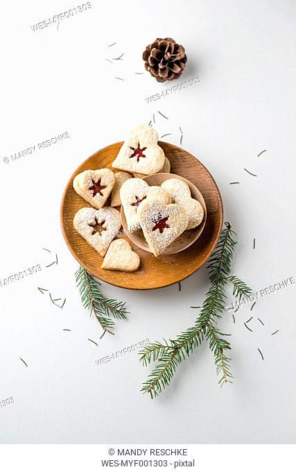 Vanilla cookies, heart-shaped, marmelade and powdered sugar