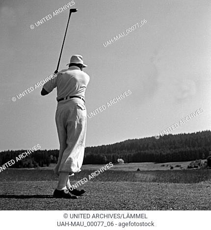 Gäste aus dem Hotel Waldlust in Freudenstadt im Schwarzwald entspannen bei einer Partie Golf, Deutschland 1930er Jahre. Guests from Waldlust hotel relaxing...
