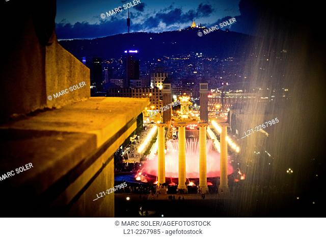 Font Màgica with city skyline in the background, Barcelona, Catalonia, Spain