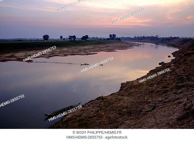 Cambodia, Kompong Thom province, Kompong Thom or Kampong Thom, banks of Stung Sen river
