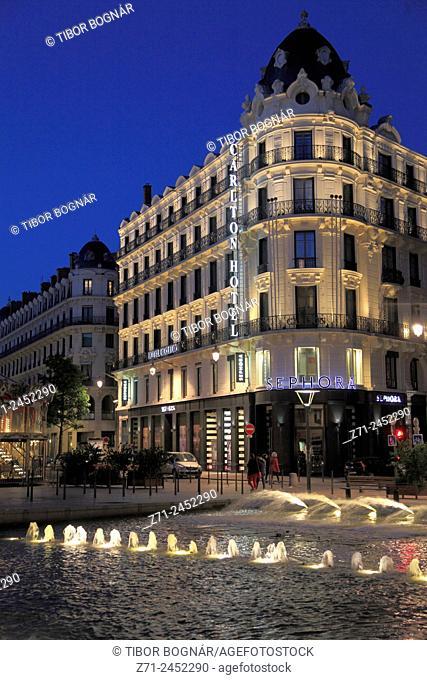 France, Rhône-Alpes, Lyon, Place de la République, fountain, Carlton Hotel