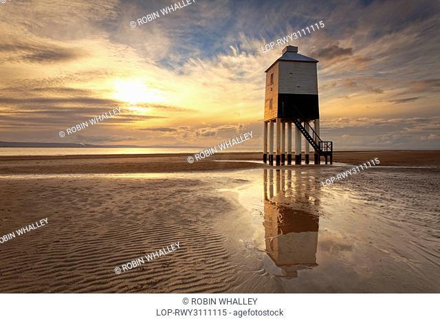 England, Somerset, Burnham-On-Sea. Burnham-on-Sea Low Lighthouse, built by Joseph Nelson in 1832