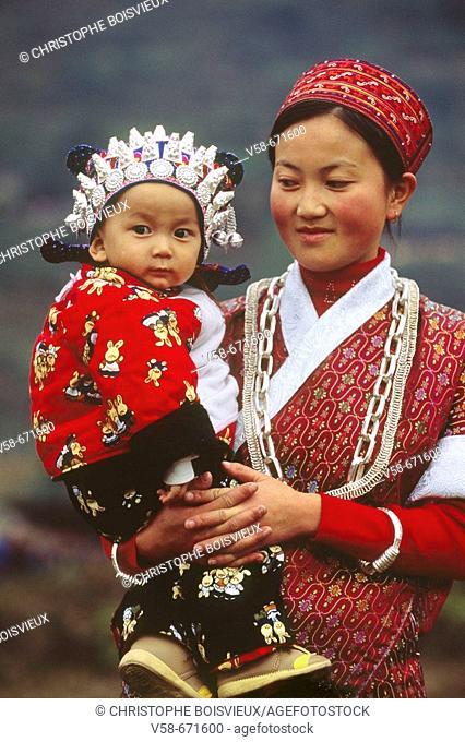 Gejia woman and child, chong'an village, guizhou, China