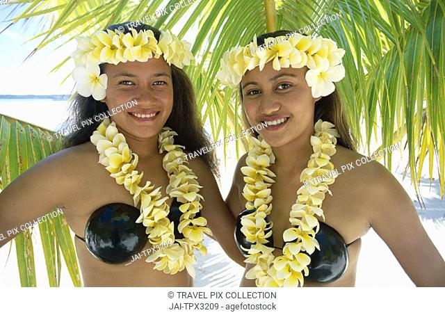 Polynesian Girls Dressed in Traditional Costume with Leis (Flower Garlands), Aitutaki, Polynesia / South Pacific, Cook Islands