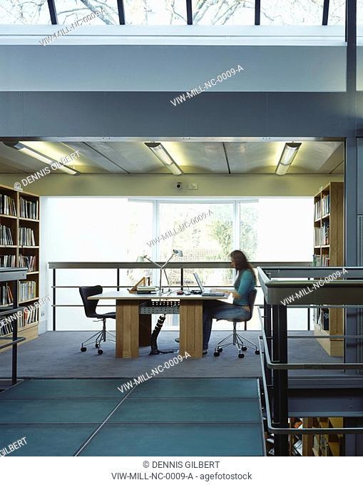 NEWNHAM COLLEGE LIBRARY, NEWNHAM COLLEGE, CAMBRIDGE, CAMBRIDGESHIRE, UK, JOHN MILLER & PARTNERS, INTERIOR, ACROSS GLAZED BRIDGE TO STUDENT AT DESK