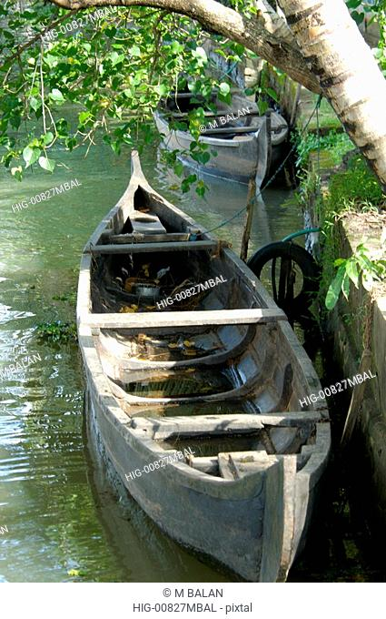 COUNTRY BOAT IN BACKWATERS OF NEDUMUDI, KUTTANAD, KERALA