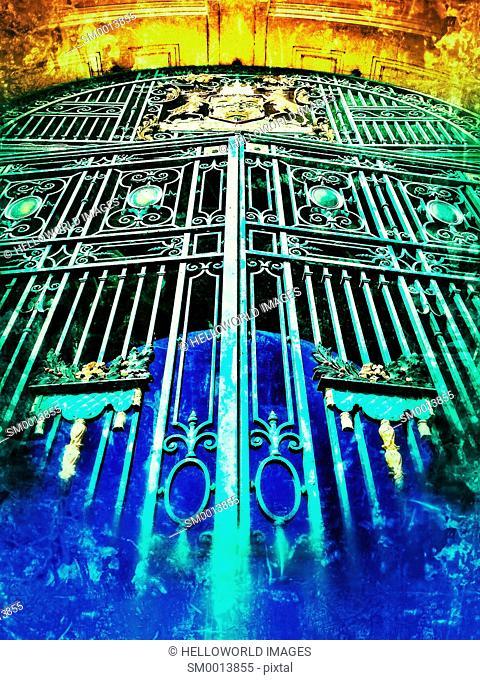 Gates and crest on City War Memorial by T Wallis Gordon (1927), Victoria Embankment, Nottingham, Nottinghamshire, east Midlands, England