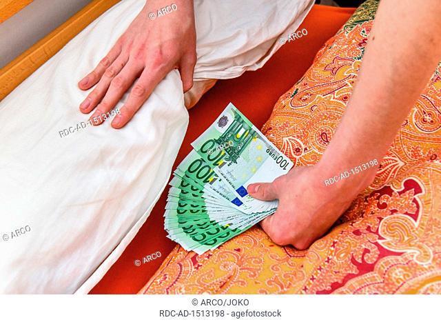 money stash under mattress