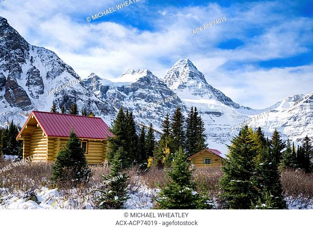 Log cabins of Mount Assiniboine Lodge, Mount Assiniboine Provincial Park, British Columbia, Canada