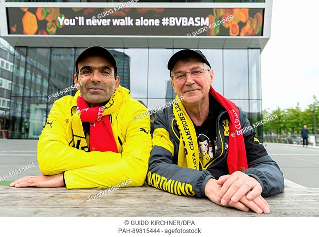 dpatop - BVB fans Manfred (r) and Davood stand in front of the German soccer museum ('Deutsches Fussballmuseum') in Dortmund, Germany, 12 April 2017
