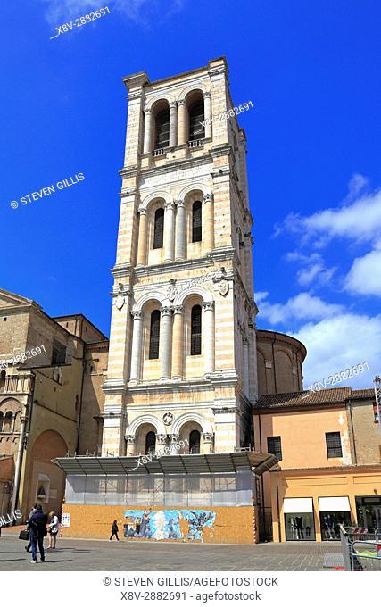 Ferrara Campanile under renovation, Ferrara, Emilia-Romagna, Italy, Europe