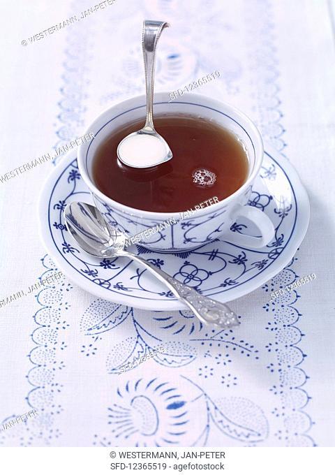 How to make East Friesian tea: add cream to the tea