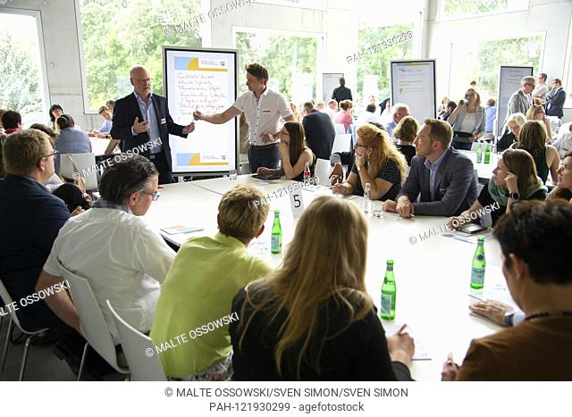Feature, Symbolfoto, Randmotiv, Discussion Group, Panel, Working Group, Discussion, Ruhr Conference, Thematic Forum, Utilizing AoPotentials of the Metropolitan...
