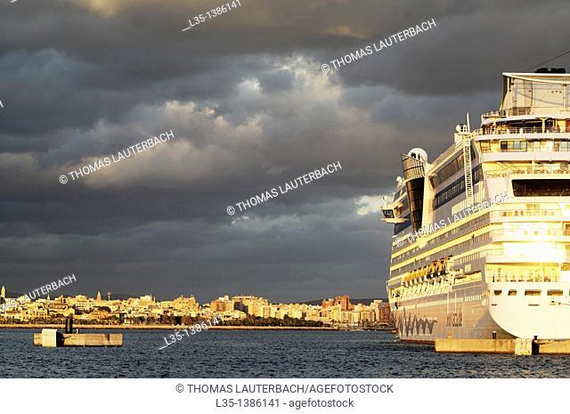 Cruise ship in the port of Palma de Mallorca, Majorca, Balearic Islands, Spain