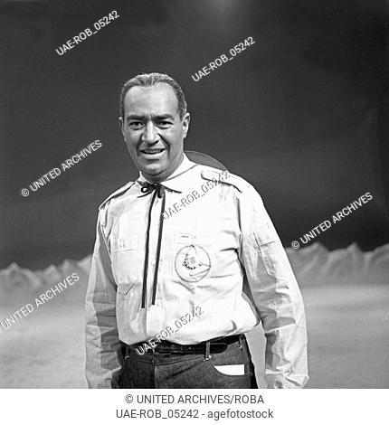 Der amerikanische Opernsänger Lawrence Winters in einer Musiksendung, Deutschland 1960er Jahre. American opera singer Lawrence Winters at a German music TV show