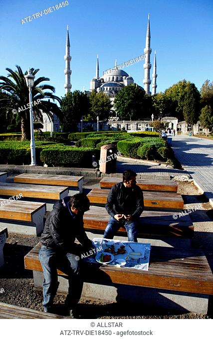 PEOPLE HAVE BREAKFAST AT BLUE MOSQUE; SULTANAHMET, ISTANBUL, TURKEY; 04/10/2011