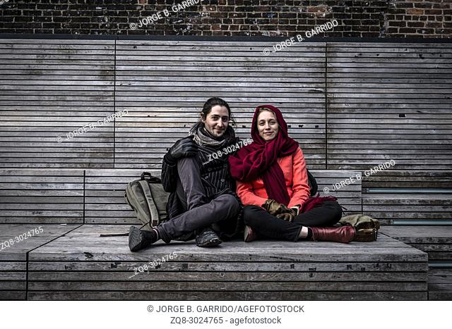 Couple at the highline posing, New York