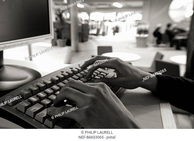 Hands on a keyboard, Sweden