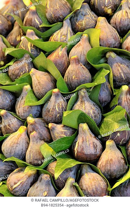 Figs in La Boqueria market, Barcelona. Catalonia, Spain