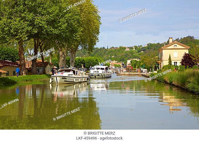Houseboats on Canal de Garonne, Moissac, Dept. Tarn-et-Garonne, Region Aquitaine, France, Europe