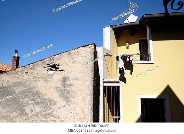 House,laundry,tv,antenna,light,sky,balcony,shadow,patina,plaster,yellow,chimney,housing,architecture