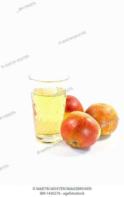 Cider, Hessian specialty, or apple juice, apples and glass of cider