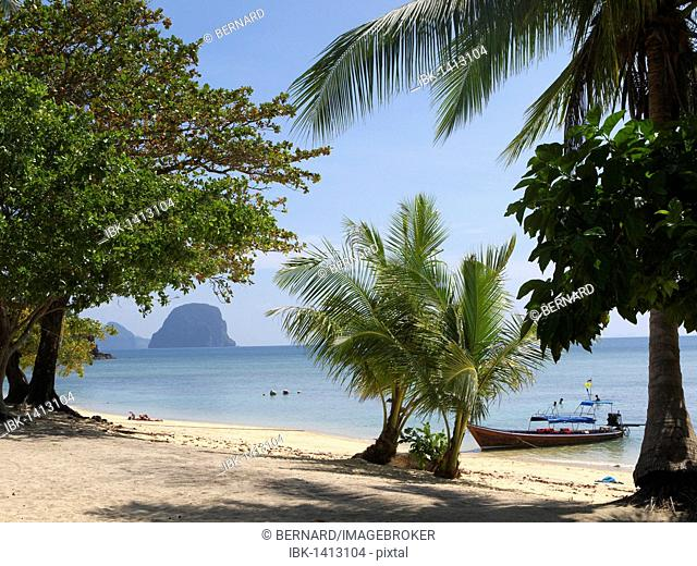 View from the south-western beach of Ko Hai island, Ko Ngai, Andaman Sea, Satun Province, southern Thailand, Thailand, Asia