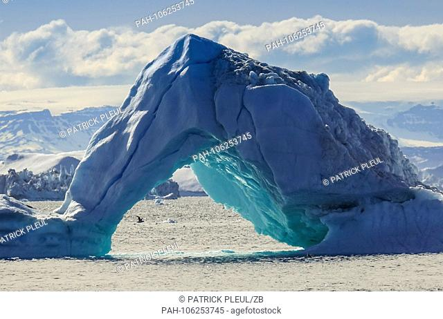 26.06.2018, Gronland, Denmark: A huge iceberg drifts in the sea off the coastal town of Ilulissat in western Greenland. The city is located on the Ilulissat...