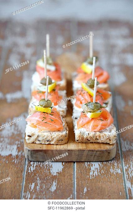 Mini canapés with smoked salmon and capers