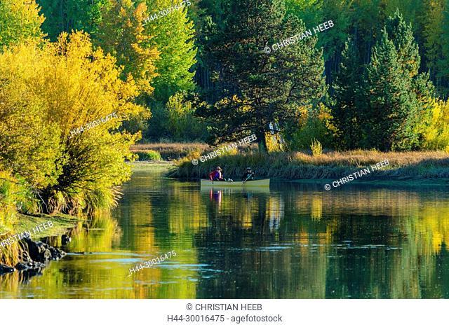 North America, USA, Central Oregon, Oregon, Canoe on Deschutes river near Dillon Falls in Fall