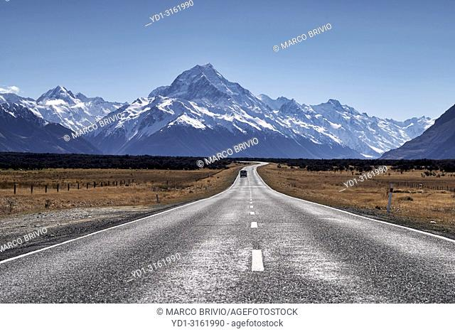 The road to Aoraki Mount Cook National Park. New Zealand