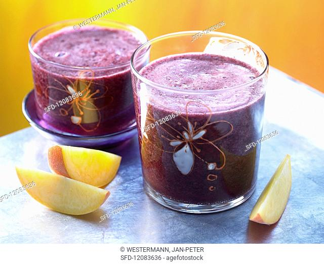Blackberry & peach smoothie with mineral water
