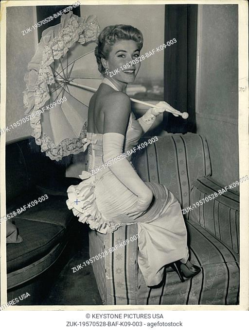 May 28, 1957 - American singing star in London, wears dress with matching parasol; American singing star Mindy Carson who is to appear in the 'Sunday Night at...