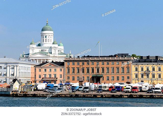 Blick vom Südhafen über Helsinki mit Marktplatz und Domkirche / View of Helsinki from the Southern Harbour over market place to cathedral