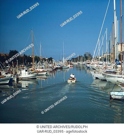 Der Hafen von Rimini, Italien 1980er Jahre. The harbour of Rimini, Italy 1980s