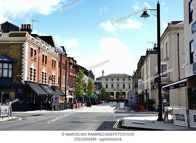 Oxford Street is the home of independent dining and lifestyle in Southampton. Located at the southern end of the city close to the docks