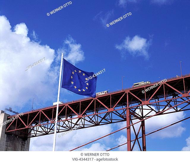 Portugal, P-Lissabon, Europa-Flagge, Bruecke des 25. April, Tejo-Bruecke, Portugal, P-Lisbon, European flag, Ponte 25 de Abril, Tejo Bridge - Lissabon, Lissabon