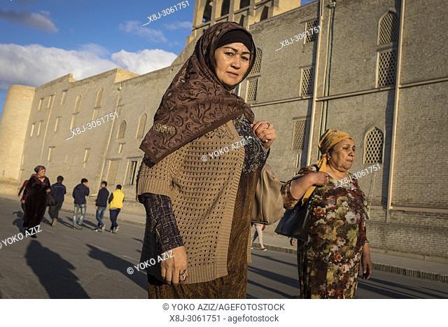 Uzbekistan, Bukhara, woman