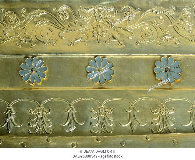 Gold great larnax (urne) from the royal tomb of Philip II, Vergina (Greece). Detail: floral decorations. Goldsmith art, Greek Civilization, 4th Century BC