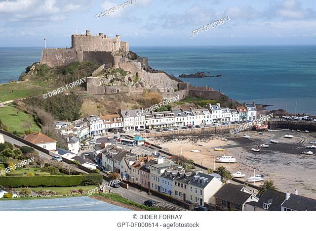 VIEW OF THE PORT OF GOREY AND THE FORTIFIED CASTLE OF MONT-ORGUEIL BUILT IN THE 13TH CENTURY, JERSEY, CHANNEL ISLANDS