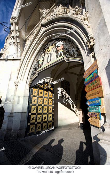 Germany, Bayern-Bavaria, Munich. New Town Hall Gate