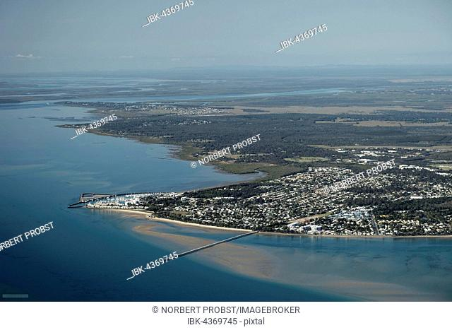 Aerial view, city of Hervey Bay, Urangan Pier and marina, Fraser Island behind, Hervey Bay, Queensland, Australia