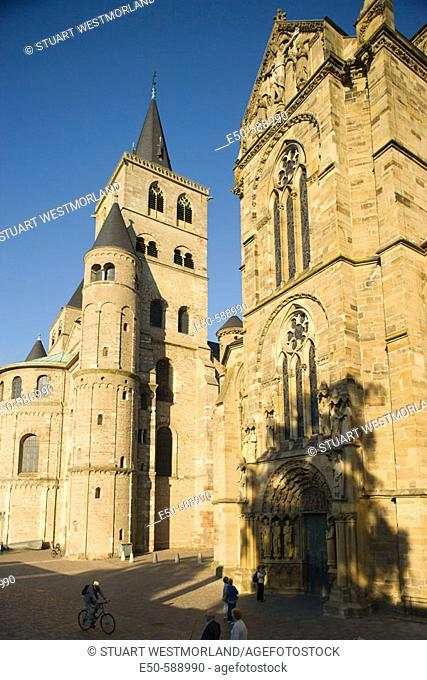 Liebfrauenkirche-Church of Our Dear Lady (1260), earliest example of German Gothic architecture, Hauptmarkt, Trier-one of Germany's oldest towns