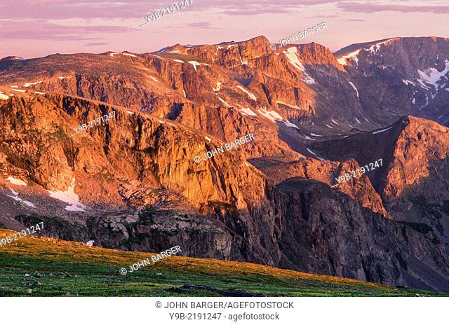 Sunrise on tundra meadow and peaks of the Beartooth Mountains, Beartooth Plateau, view north from near Beartooth Pass, Shoshone National Forest, Wyoming, USA