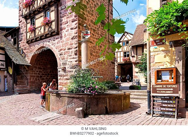 town gate and fountain, France, Haut-Rhin, Riquewihr, Reichenweier